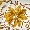 Blütenblätter einer gelben und verdorrte Lillie