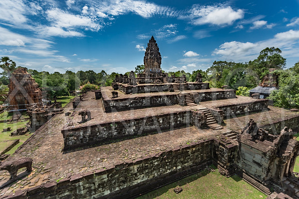 Temple Mountain at Wat Bakong