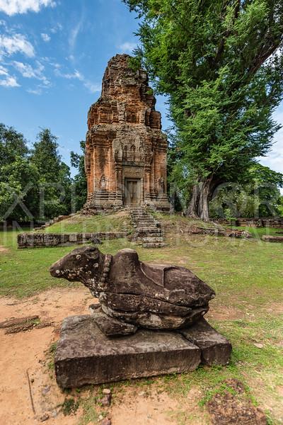 Nandi Statue at Wat Bakong