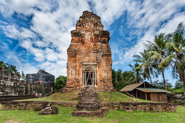 Brick Prasat at Wat Bakong