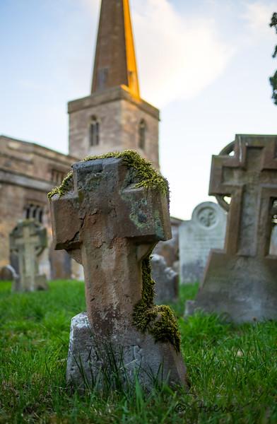 Graveyard of St. Peter and St. Paul, Church Hanborough