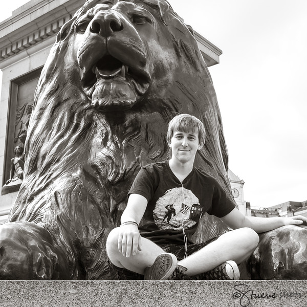 Jonathan Makes Friends with a Trafalgar Lion