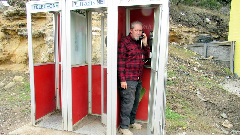 Walton walked to this phone booth at a gas station in Heber and called for help.