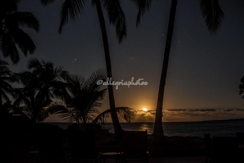Full moon setting over Kealakekua Bay