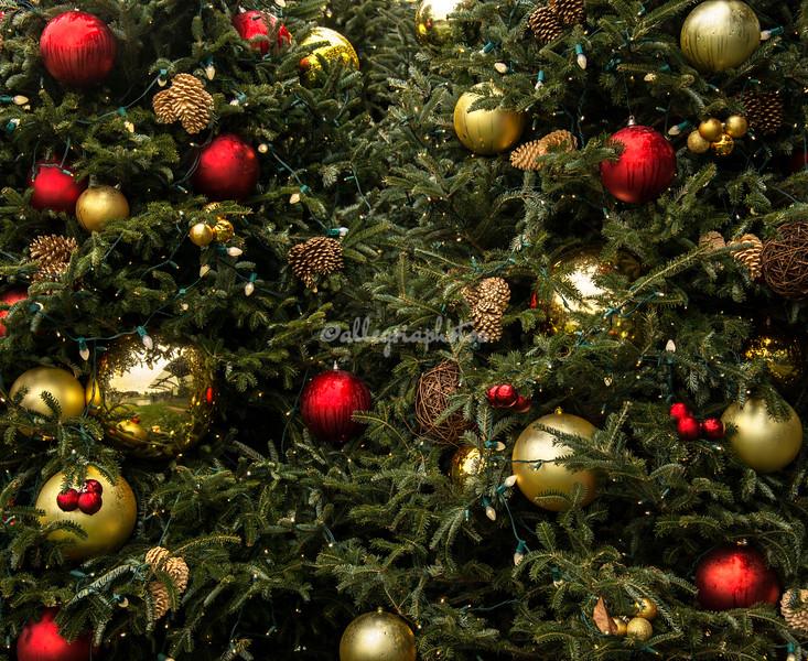 Lights and Christmas balls, New York City