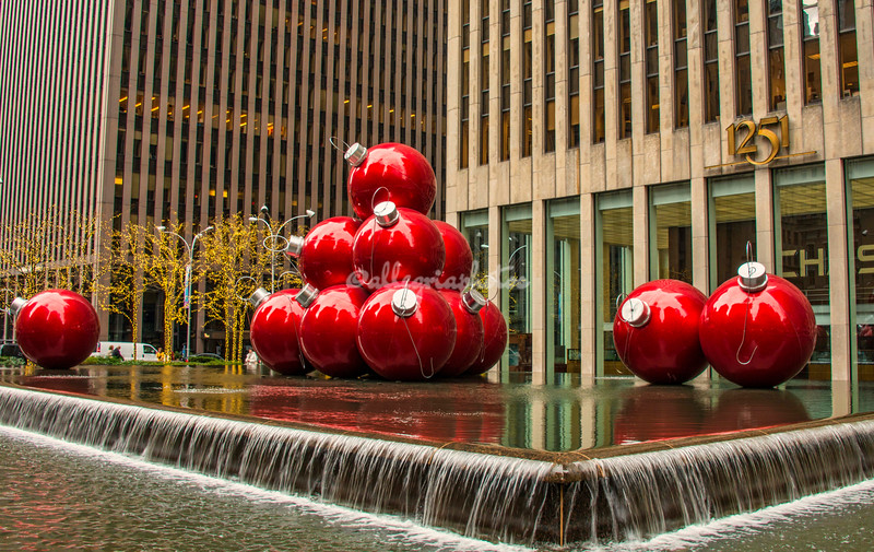 Red Christmas tree decorations, Rockefeller Center New York