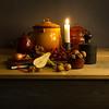 stilleven met potten fruit en kaars