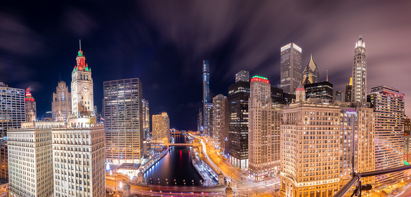 Super Panoramic View of Chicago River and Skyline from Michigan Avenue to to Lake