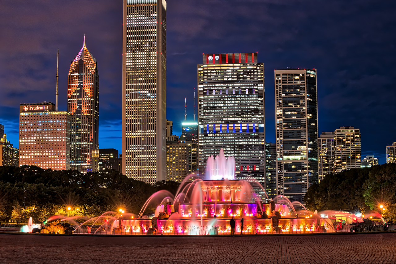 Buckingham Fountain & Skyline - Looking North