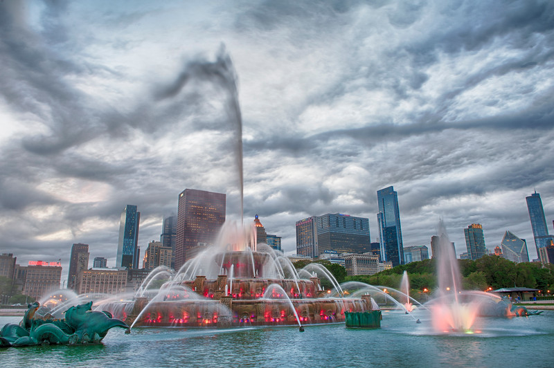Blustery Buckingham Fountain Blends Into Sky