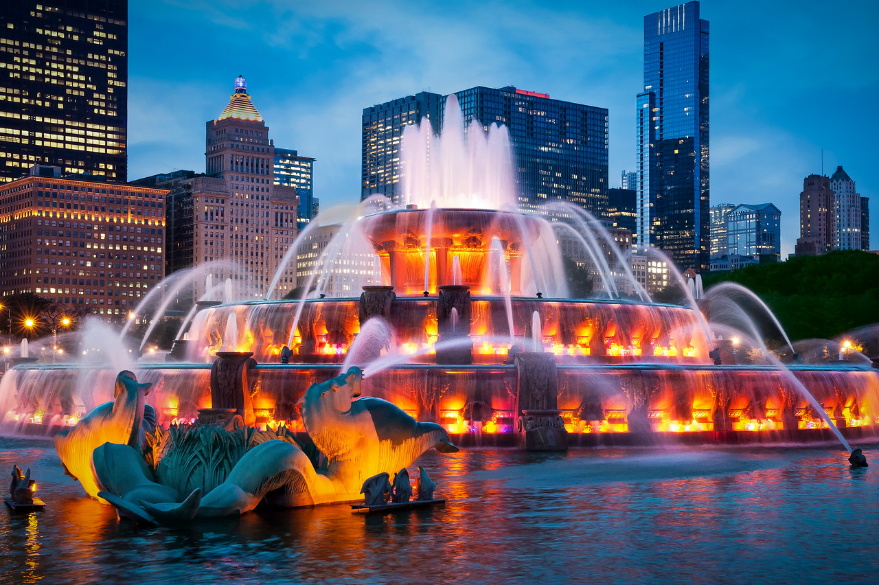 Buckingham Fountain Sizzles at Dusk