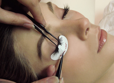 Novalash eyelash extensions procedure.