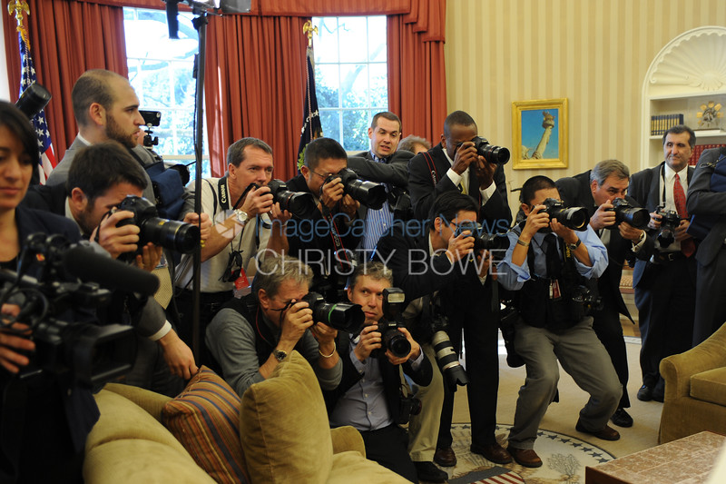 Photographers cover President Obama and Netanyahu meeting  in the Oval Office