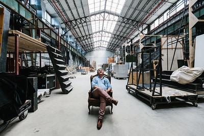 Portré, egyedi  Az Operaház fantomja  Ókovács Szilveszter, az Opera főigazgatója, az Eiffel Műhelyház frissen átadott raktárában.