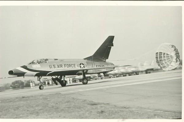 Thunderbirds F-100D FOUR landing