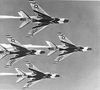 Thunderbirds F-100Cs in flight 1960