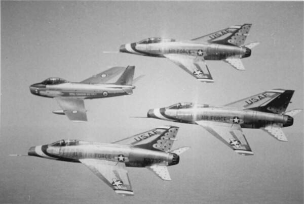 Thunderbirds F-100Cs w Golden Hawk '59