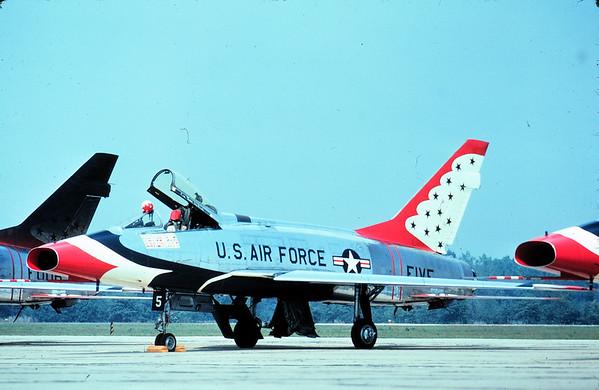 Thunderbirds F-100D FIVE