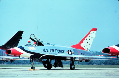 Thunderbirds F-100D FIVE