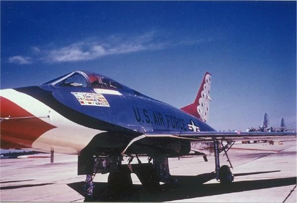 Thunderbirds F-100C_1