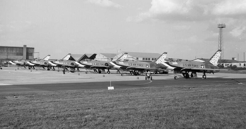 Thunderbirds F-100D 05-20-1967_bw