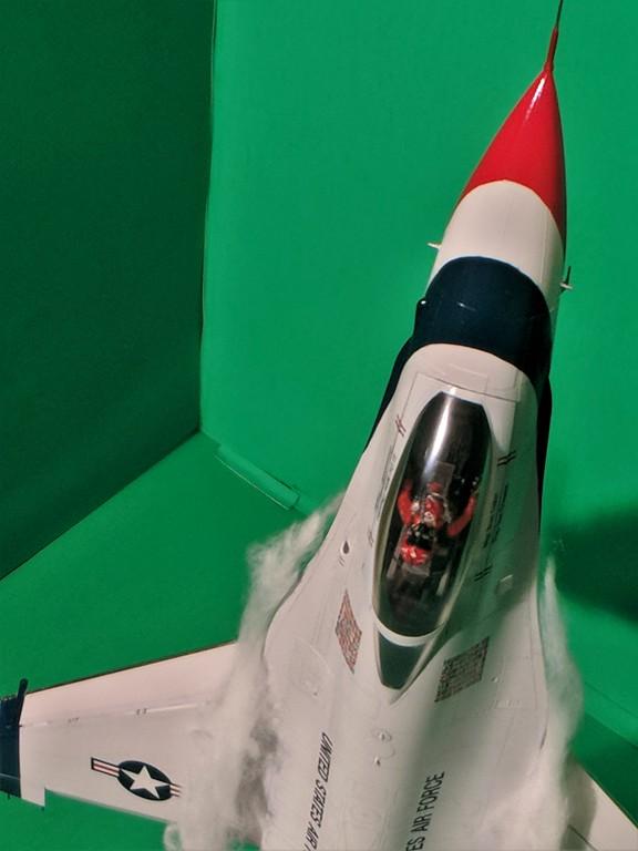 Cockpit1-XL.jpg