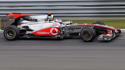 Jenson Button 2010 coming in the airpin in Montreal / Jenson Button 2010 arrivant dans l'Épingle sur le circuit Gilles-Villeneuve.