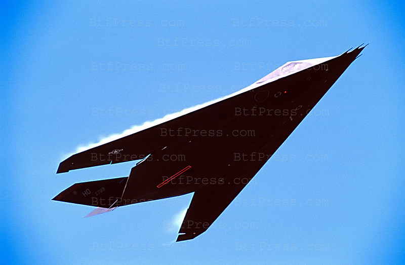 USA SALES ONLY,MAGAZINES OUT. The Lockeed F-117 NightHawk,witch is invisible to radar, is seen during a demonstration at the Miramar base in San Diego,CA August 31,1999. (Photo by Michel Boutefeu/Liaison/Newsmakers °