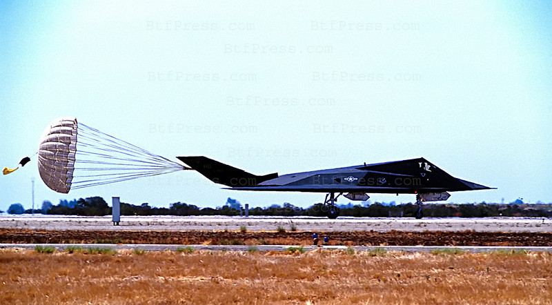 The Lockheed F-117 NightHawk is invisible to radar has revolutionized air warfarewas in demonstration in San Diego to the Miramar base in August 1999. It is a single-Seat Attack and defense suppression Aircraft withe two engines ( 10.800lb ). The dimensions, Span 43ft 4inches, Lenth 65ft 11inches, Heig 12ft 5inches,Wing Area 880sq.ft. the performance Speed , Mach 1.0, endurance(with inflight refueling) 12 hours. Armement:up to  5,500lb. laser-guided bombs,air to air missiles. ( Photo Michel Boutefeu )