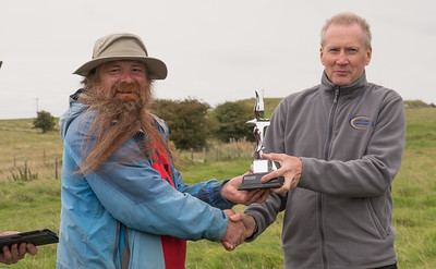 Mark Treble collects third place trophy from sponsor Peter Payne of Southcoast Sailplanes.