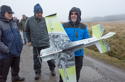 Rich Bago shows off his Veloxity 3-D aerobat to Keith Wood and Mark Passingham