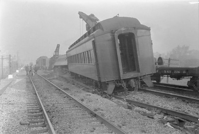 2016.010.FAC6.01608--cole 500 neg--CMStP&P--wreckers at work on wreck of the Varsity--Mayfair IL--1929 1005