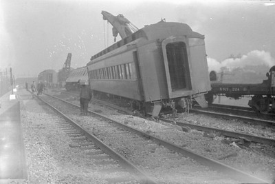 2016.010.FAC6.01611--cole 500 neg--CMStP&P--wreckers at work on wreck of the Varsity--Mayfair IL--1929 1005