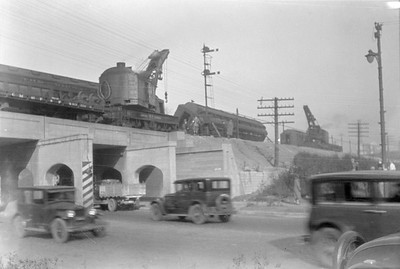 2016.010.FAC6.01614--cole 500 neg--CMStP&P--wreckers at work on wreck of the Varsity--Mayfair IL--1929 1005