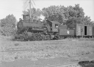 2016.010.FAC6.08214--cole 6x9-8pak neg--CMStP&P--steam locomotive 0-8-0 D1 1550 switching cars--Clinton IA--1952 0823