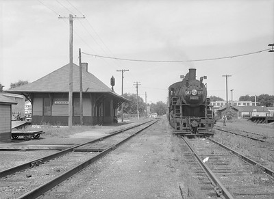 2016.010.FAC6.09165--cole 6x9-8pak neg--CMStP&P--steam locomotive 4-6-0 G7 1083 and depot--Lyons IA--1954 0821
