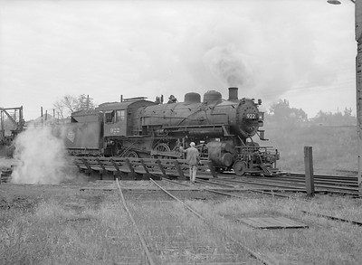 2016.010.FAC6.09330--cole 6x9-8pak neg--CMStP&P--steam locomotive 2-6-2 K1 922 on turntable--Mankato MN--1954 1001