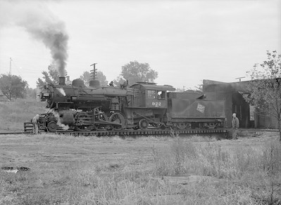 2016.010.FAC6.09331--cole 6x9-8pak neg--CMStP&P--steam locomotive 2-6-2 K1 922 on turntable--Mankato MN--1954 1001