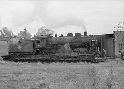 2016.010.FAC6.09333--cole 6x9-8pak neg--CMStP&P--steam locomotive 2-6-2 K1 922 on turntable--Mankato MN--1954 1001