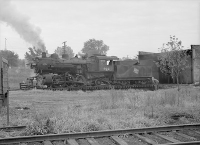 2016.010.FAC6.09334--cole 6x9-8pak neg--CMStP&P--steam locomotive 2-6-2 K1 922on turntable scene--Mankato MN--1954 1001