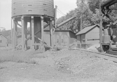 2016.010.FAC1.05588--cole 6x9-8pak neg--C&NW--roundhouse and water tank--Galena IL--1930 0822