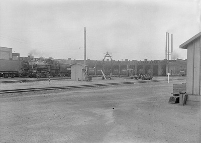 2016.010.FAC1.06267--cole 6x9-8pak neg--C&NW--roundhouse exterior scene with steam locomotives--Council Bluffs IA--1931 0807