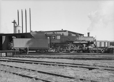 2016.010.FAC2.07361--cole 6x9-8pak neg--C&NW--steam locomotive 4-6-0 R-1 1113--Winona MN--1950 0630