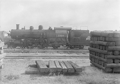 2016.010.FAC1.06168--cole 6x9-8pak neg--C&NW--steam locomotive 4-4-2 D 1310 (dead)--Chadron NE--1931 0805