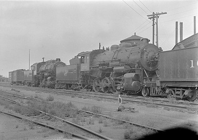 2016.010.FAC1.06119--cole 6x9-8pak neg--C&NW--steam locomotive 2-8-0 Z 1712 (dead) in deadline--Huron SD--1931 0803