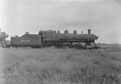 2016.010.FAC1.06112--cole 6x9-8pak neg--C&NW--steam locomotive 4-6-0 R-1 1076 (dead)--Huron SD--1931 0803