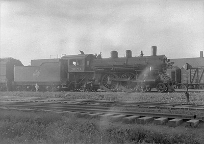 2016.010.FAC1.06130--cole 6x9-8pak neg--C&NW--steam locomotive 4-4-2 D 1023--Rapid City SD--1931 0804