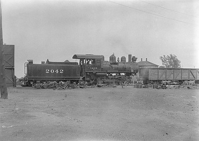 2016.010.FAC1.06124--cole 6x9-8pak neg--C&NW--steam locomotive 0-6-0 M-1 2042--Huron SD--1931 0803