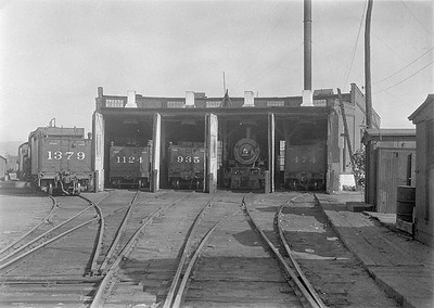 2016.010.FAC1.06139--cole 6x9-8pak neg--C&NW--roundhouse scene with steam locomotives--Rapid City SD--1931 0804