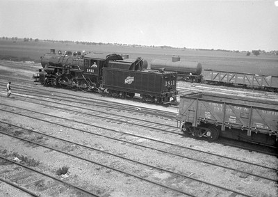 2016.010.FAC1.01811--cole 500 neg--C&NW--steam locomotive 2-8-0 Z 1811 yard scene--Janesville WI--1930 0531